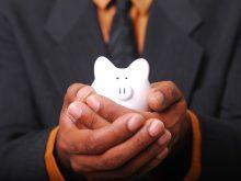 ¿Qué es mejor invertir o ahorrar?